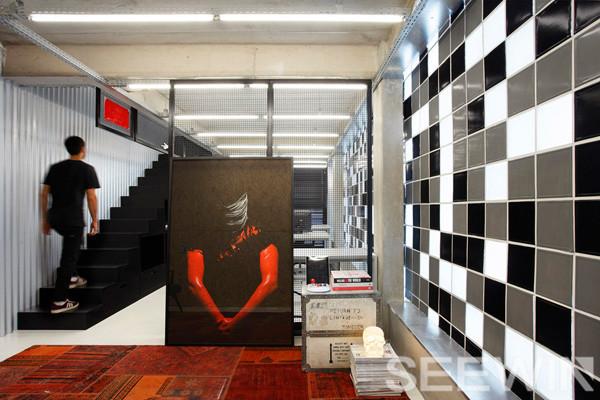 黑白極簡辦公家具空間,呈現出城市時尚達人的鮮明個性
