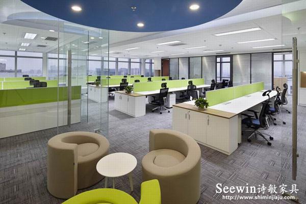 板式辦公家具為什么比實木辦公家具有優勢?